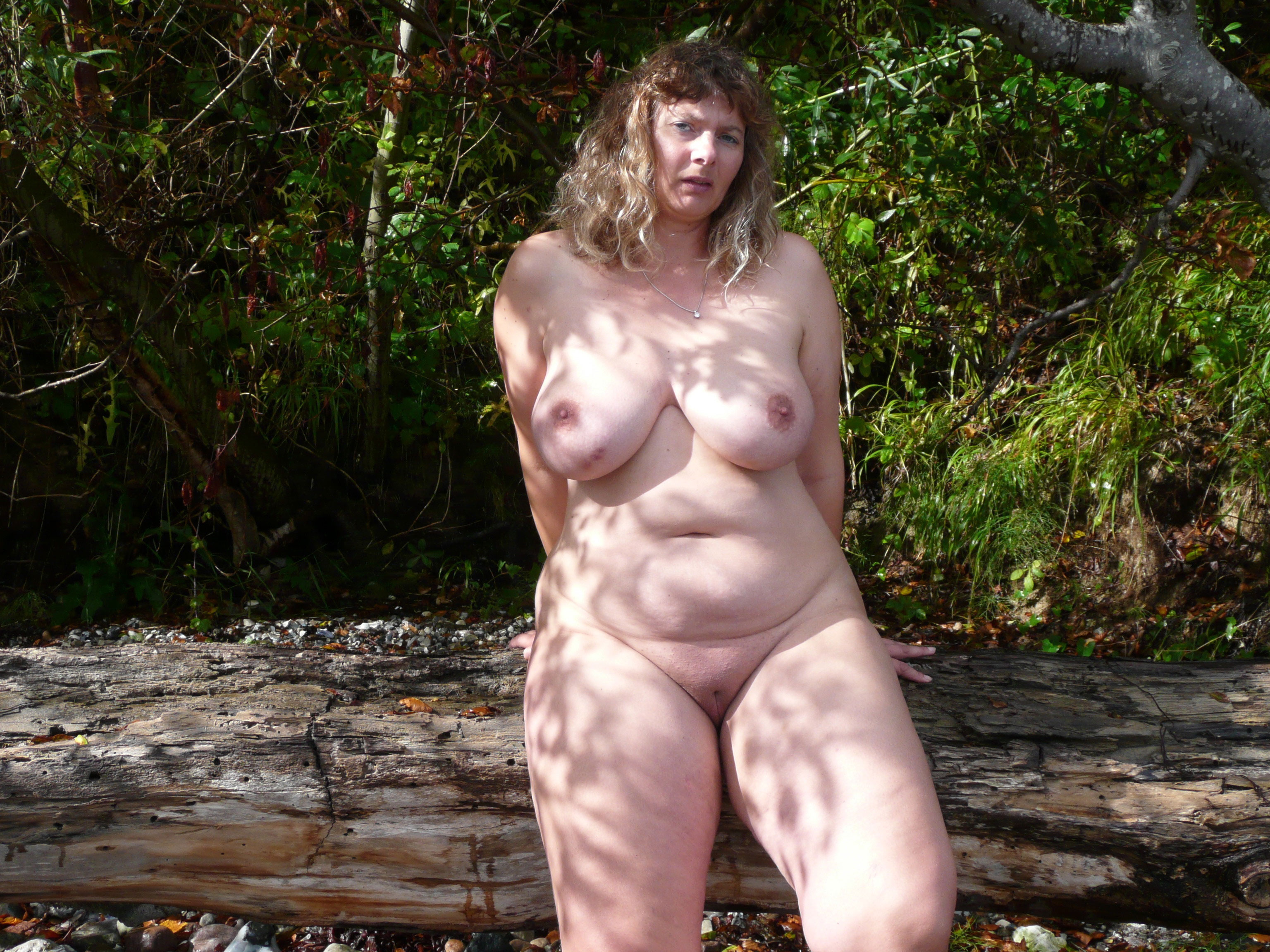 Bbw amateurs posing nude outdoors